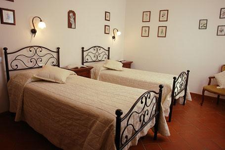 appartement in der toskana fuer familie mit zwei oder drei. Black Bedroom Furniture Sets. Home Design Ideas